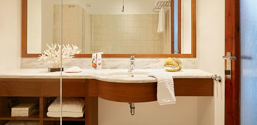 05-loft-family-room-bathroom-rhodos-royal