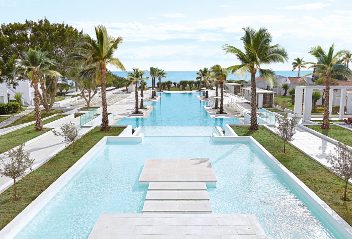02-pools-and-waterslides-in-lux-me-dama-dama-resort