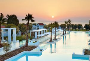 23-luxury-vacation-pool-luxme-rhodos-resort