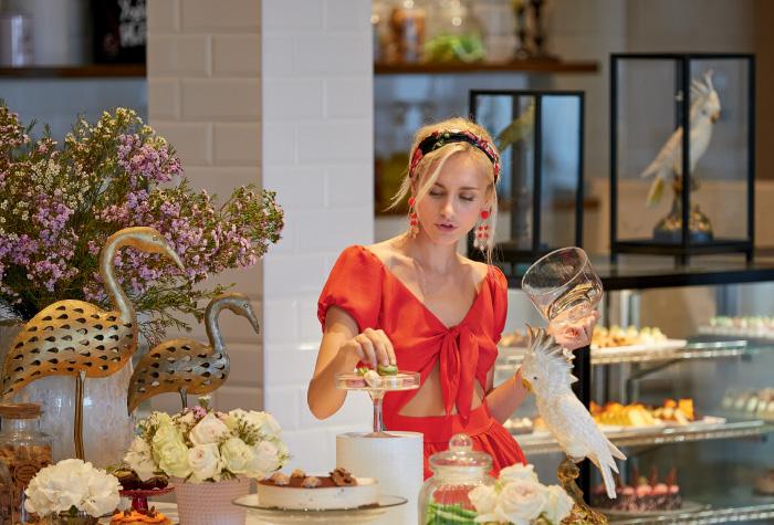 snacking-and-lightfare-in-lux-me-dama-dama-luxury-resort